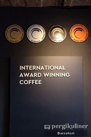 Foto 10 - Interior di Tanamera Coffee Roastery oleh Darsehsri Handayani