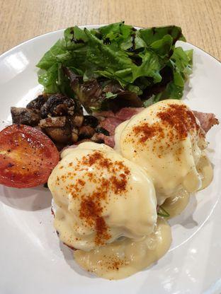Foto 2 - Makanan(Eggs Benedict) di Kitchenette oleh Henny Adriani