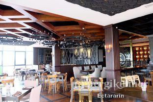 Foto 8 - Interior di The Socialite Bistro & Lounge oleh Ectararin