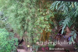 Foto 11 - Interior di Kebon Awi Kaffee oleh Darsehsri Handayani