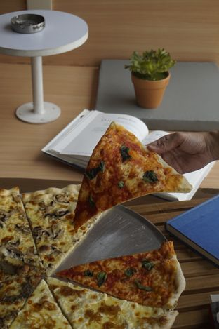 Foto review Sliced Pizzeria oleh yudistira ishak abrar 8