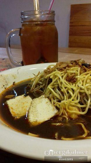 Foto 1 - Makanan(Es teh manis dan lontong mie) di Lontong Mie Ny. Marlia oleh Ika Novianti @ika.yap