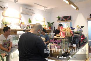 Foto 11 - Interior di 7 Speed Coffee oleh AndaraNila