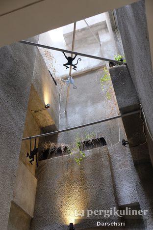 Foto 6 - Interior di Monkey Tail Coffee oleh Darsehsri Handayani