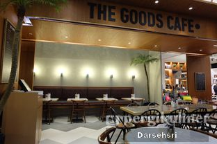 Foto 7 - Interior di The Goods Cafe oleh Darsehsri Handayani