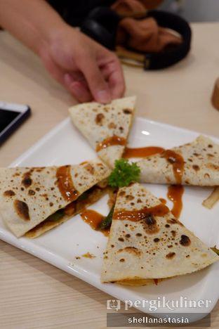 Foto 4 - Makanan(Quesadilla) di 404 Eatery & Coffee oleh Shella Anastasia