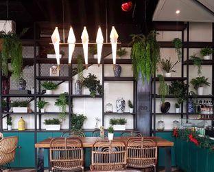 Foto 2 - Interior di KAJOEMANIS oleh Gembuli Tan