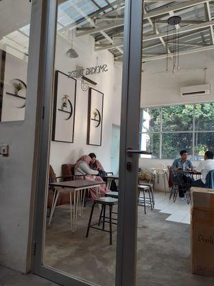 Foto 5 - Interior di Dailio Specialty Coffee oleh Reza  Imam Pratama