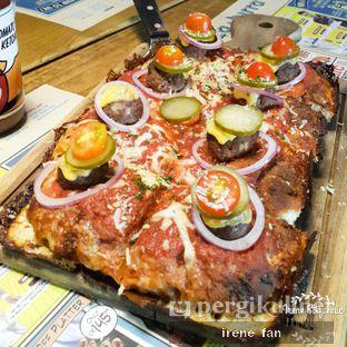 Foto 1 - Makanan(Cheese Burger Detroit-Style Pizza) di Pizza E Birra oleh Irene Stefannie @_irenefanderland