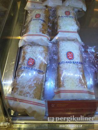 Foto 2 - Makanan di Holland Bakery oleh Mich Love Eat