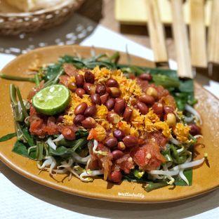 Foto 2 - Makanan(Plecing kangkung) di Taliwang Bali oleh Stellachubby