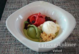 Foto 8 - Makanan(Raspberry, Greentea, & Vanilla Ice Cream) di Collage - Hotel Pullman Central Park oleh Velvel