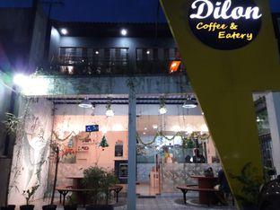Foto 8 - Eksterior di Dilon Coffee oleh Nisanis