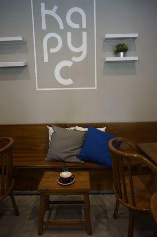 Foto 8 - Interior di Kapyc Coffee & Roastery oleh yudistira ishak abrar