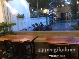 Foto 3 - Interior di Volks Coffee oleh Delavira