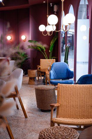 Foto 14 - Interior di 11:11 Coffee oleh Indra Mulia