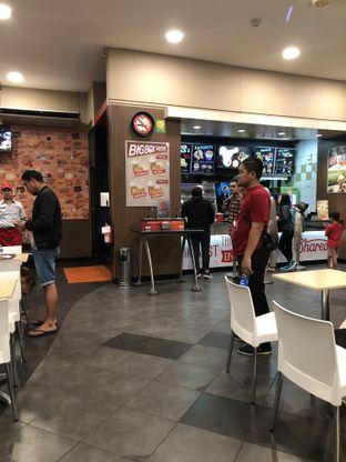Foto 3 - Interior di KFC oleh Nanakoot