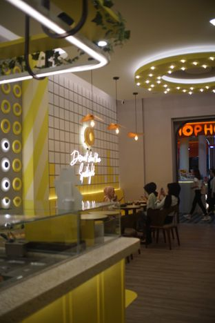 Foto 5 - Interior di Dots Donuts oleh Fadhlur Rohman