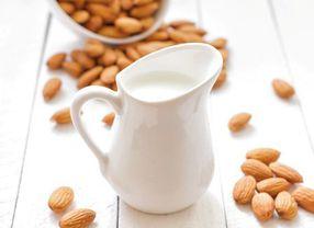 Suka Minum Susu Almond? Cek Dulu Beberapa Faktanya di Sini!