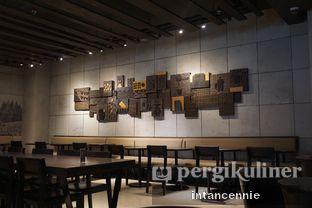 Foto 3 - Interior di Starbucks Reserve oleh bataLKurus