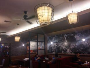 Foto 7 - Interior di Angel In Us Coffee oleh Yuli || IG: @franzeskayuli