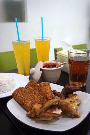 Foto 2 - Makanan di Ayam Goreng Berkah oleh Prido ZH