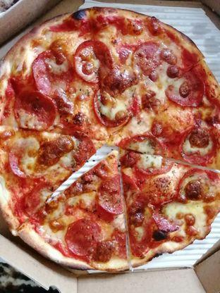 Foto 2 - Makanan(American Pizza) di Pizza Marzano oleh ayam goreng