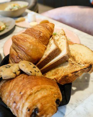 Foto 1 - Makanan di Lume Restaurant & Lounge oleh thehandsofcuisine