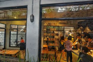 Foto 8 - Interior di Maraca Books and Coffee oleh Fadhlur Rohman
