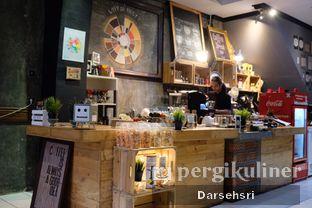 Foto 6 - Interior di Nosy Specialty Coffee oleh Darsehsri Handayani