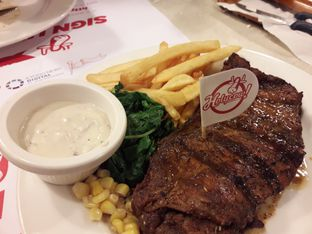 Foto 2 - Makanan di Holycow! STEAKHOUSE by Chef Afit oleh IG = @FOODPROJECT_ID