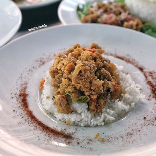 Foto 2 - Makanan(Chicken geprek mampos) di Tamper Coffee oleh Stellachubby