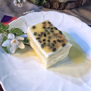 Foto 3 - Makanan(Passion fruit cheesecake) di Bunga Rampai oleh Stellachubby