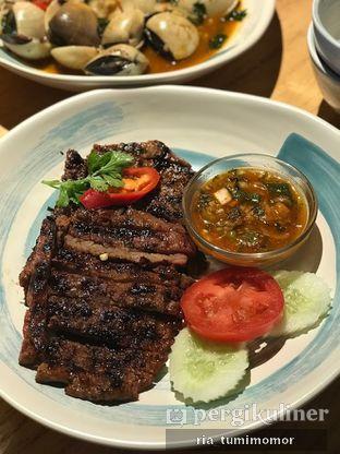 Foto 5 - Makanan di Tomtom oleh riamrt