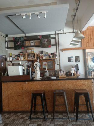 Foto 8 - Interior di Ruang Temu Coffee & Eatery oleh Fensi Safan