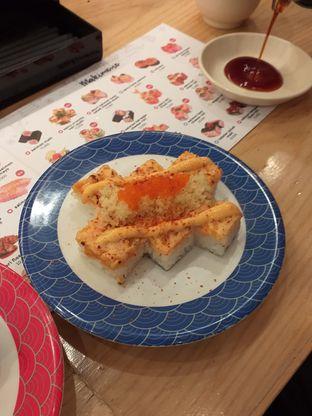 Foto 3 - Makanan(Aburi Spicy Salmon Hako) di Tom Sushi oleh Qorry Ayuni