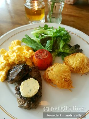 Foto 4 - Makanan di Loewy oleh ig: @andriselly