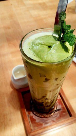 Foto 4 - Makanan(Iced Matcha Latte) di Hummingbird Eatery oleh chubby Bandung