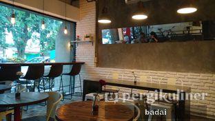 Foto 3 - Interior di Ruang Temu Coffee & Eatery oleh Winata Arafad