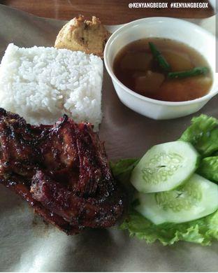 Foto 1 - Makanan di Ayam Kremes Bu Tjondro oleh Vionna & Tommy