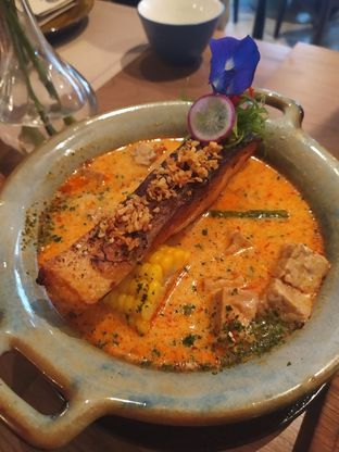 Foto 4 - Makanan(salmon lodeh) di Gioi Asian Bistro & Lounge oleh Rika