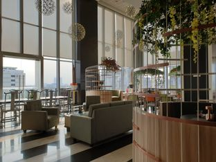 Foto 2 - Interior di Voyage Restaurant - Harris Vertu Hotel oleh Ken @bigtummy_culinary