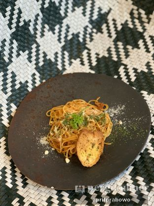 Foto 2 - Makanan(Bolognaise) di The Lake House - Pesona Alam Sedayu Hotel oleh Cubi