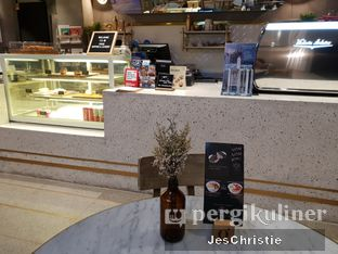 Foto 5 - Interior di Phos Coffee & Eatery oleh JC Wen