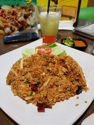 Foto 3 - Makanan(Nasgor Ayam Szechuan) di Nasi Goreng Diplomat oleh Clara Yunita