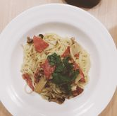 Foto Aglio Olio with Japanese Mushroom and Smoked Beef di Popolamama