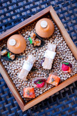 Foto 4 - Makanan di The Writers Bar - Raffles Jakarta Hotel oleh Indra Mulia