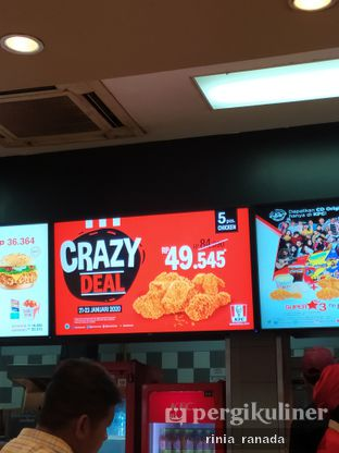 Foto 1 - Interior di KFC oleh Rinia Ranada