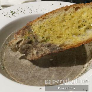 Foto 3 - Makanan(Mushroom Cream Soup) di Food Theater oleh Darsehsri Handayani