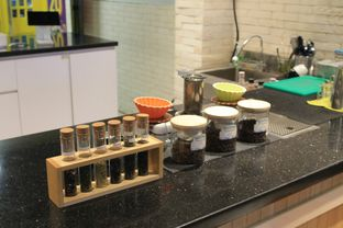 Foto 8 - Interior di Brouwen Coffee & Kitchen oleh Prido ZH
